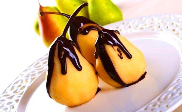 Az Kalorili Çikolata Soslu Armut Tarifi
