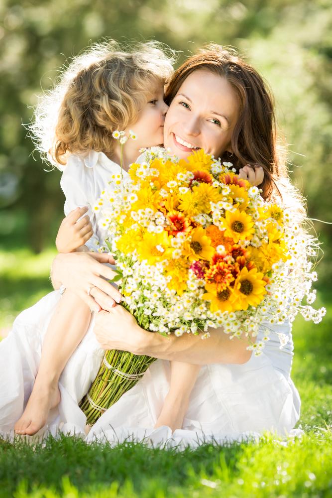 Başımızın Tacı Annelerimiz Bugün Sizin Gününüz