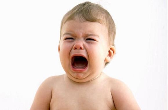 Ağlayan Bebeğinizi Sakın Sallamayın