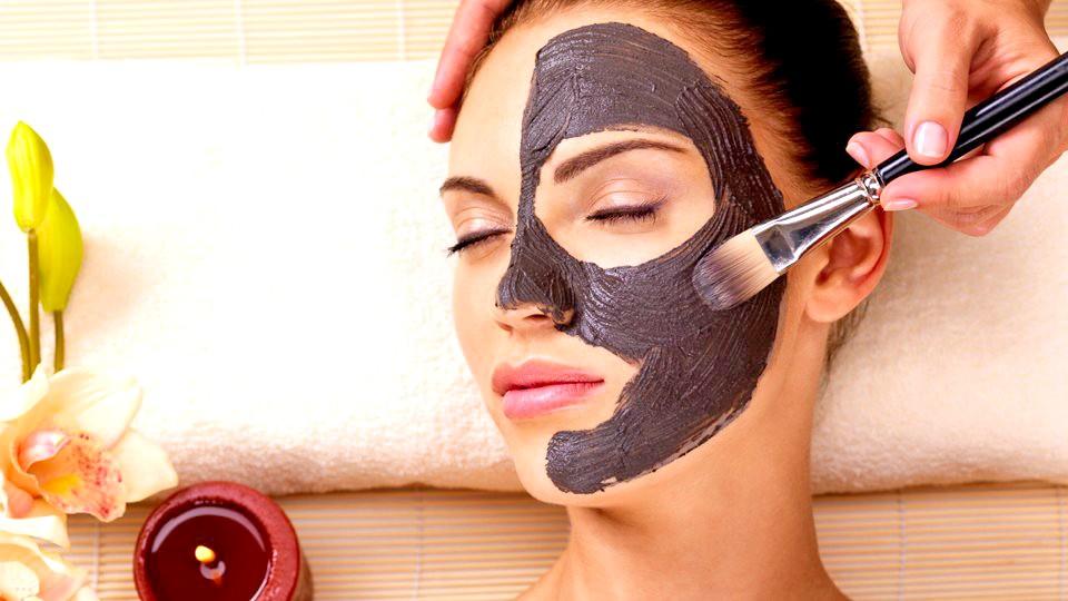 Yeni Güzellik Trendi Kömür Maskeleri